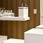 o-lavabo-para-area-social-recebe-cuba-vallve-mini-tray-quadrado-46-cm-em-resina-metais-e-loucas-deca-e-bancada-de-marcenaria-detalhe-o-projeto-de-interiores-do-apartamento-1368556114121_956x500